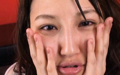 Rola Aoyama´s Face Covered In Cum In A Bukkake Video