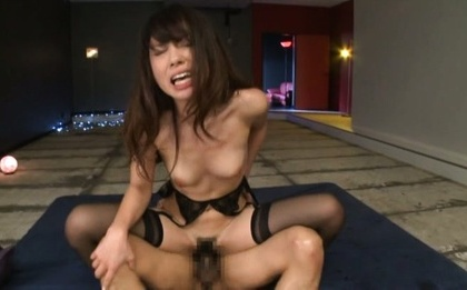 Gang bang to please milf Rinn Tsuchiya�s desires