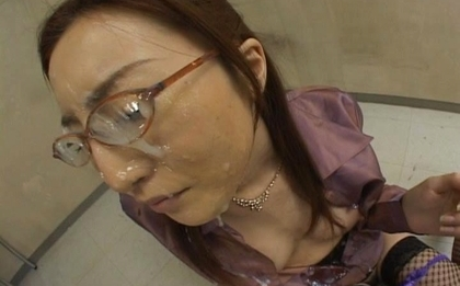 Senna Kurosaki Asian doll gets hard office bukkake