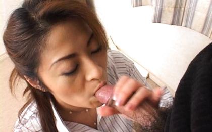 Reona Azabu Lovely Japanese babe gives a hot blowjob
