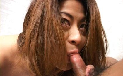 Reona Azabu Pretty Asian doll enjoys bukkake
